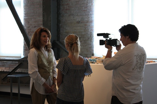Roberta Harris interviewing with iliveindallas.com