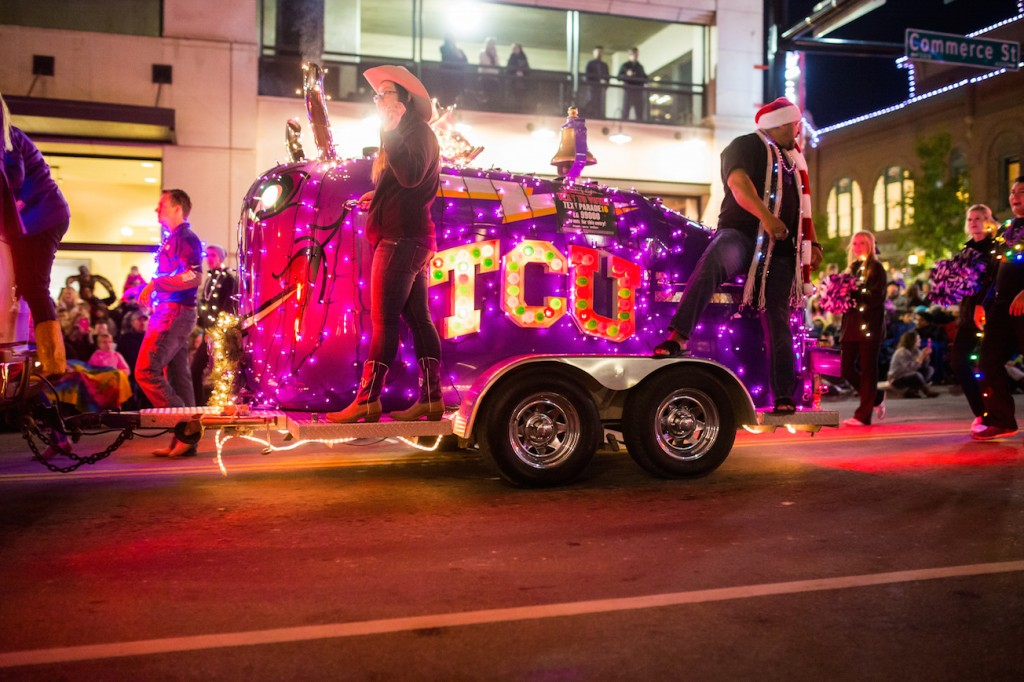 2015 Parade of Lights TCU Frog Horn-6 (1)
